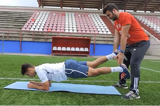 Plancha frontal con perturbaciones en los apoyos de las piernas