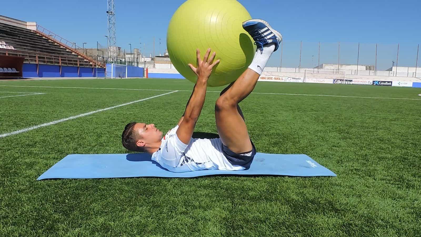 Flexión de tronco con pelota suiza