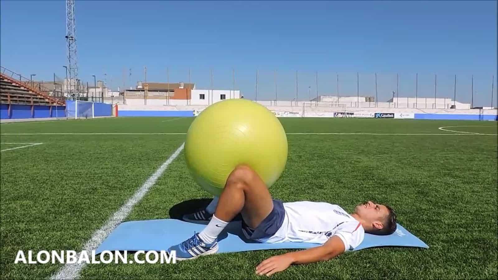 Aductores con pelota suiza entre las piernas y en descarga.